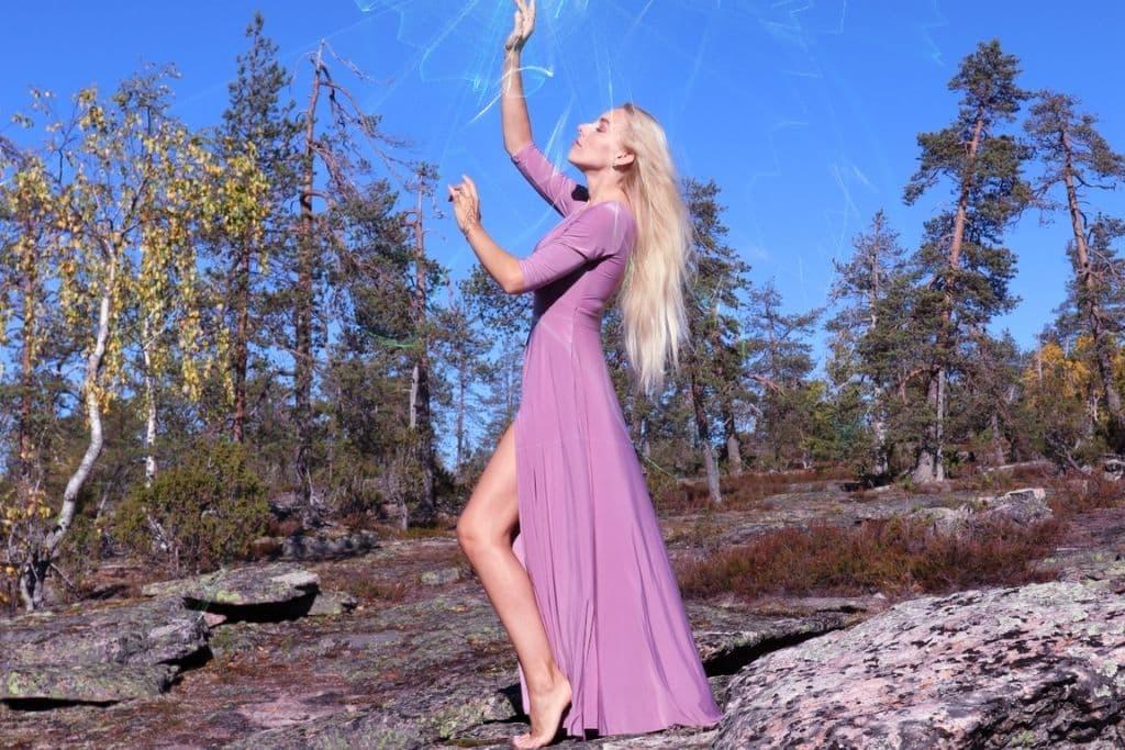 https://sylviasalow.com/priestess-healing/